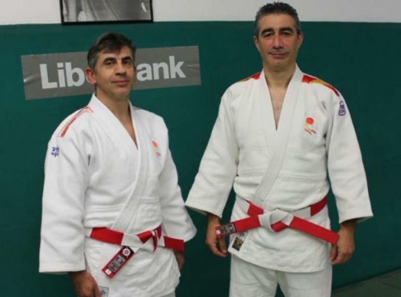 Los sotrondinos Ángel Prendes y Jesús González lucen su sexto dan
