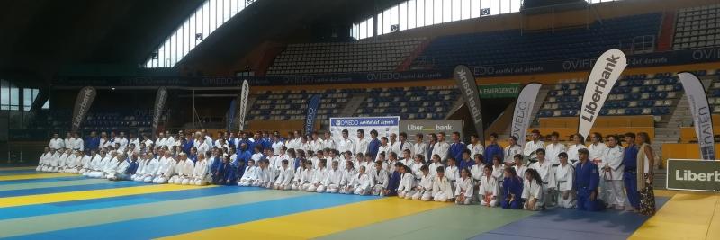 El campeón del mundo y subcampeón olímpico Vitaly Makarov imparte un seminario internacional